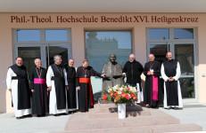 2017.03.30. - Hommage Papst em. Benedikt XVI. 90.Geb. Luftballon 8 (1 von 1)